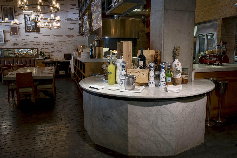 Taverna Round Top